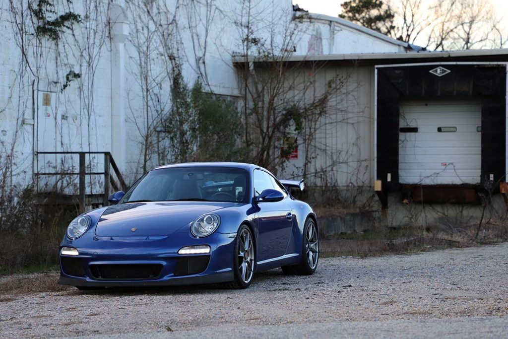 Porsche 997 GT3 in front of an industrial building