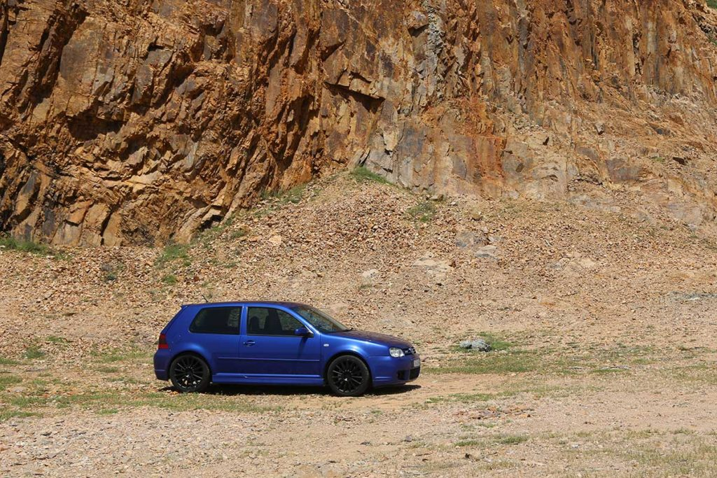 VW Golf R32 in front of a cliff